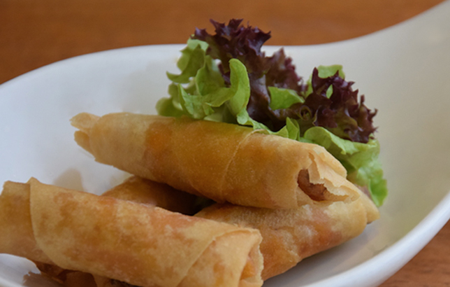 Photo of chicken spring rolls with barbecue sauce